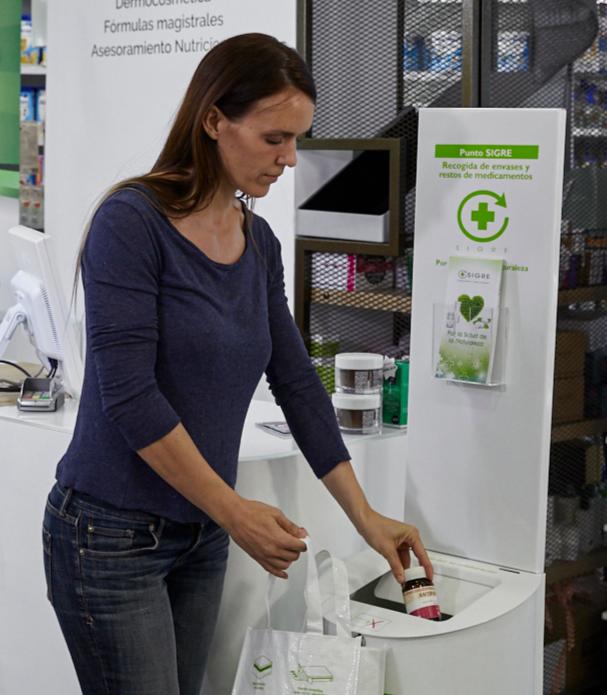 El 95% de los ciudadanos, concienciados del daño medioambiental de tirar restos de medicamentos a la basura o por el desagüe